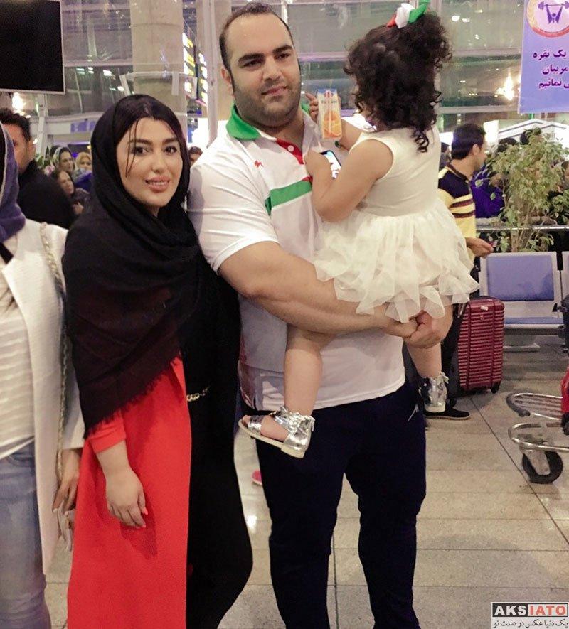 خانوادگی  بهداد سلیمی و همسرش در فرودگاه امام (2 عکس)