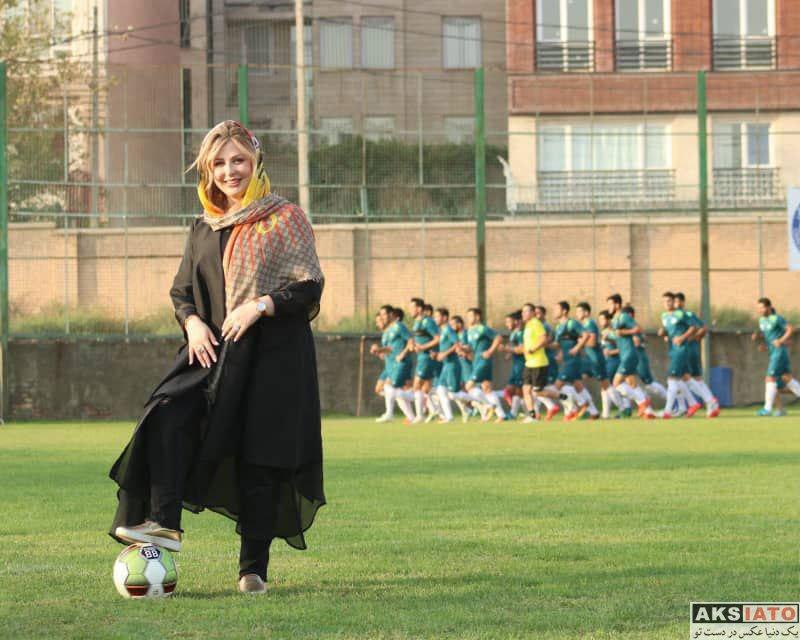 بازیگران بازیگران زن ایرانی  نیوشا ضیغمی در تمرین تیم فوتبال اکسین (4 عکس)