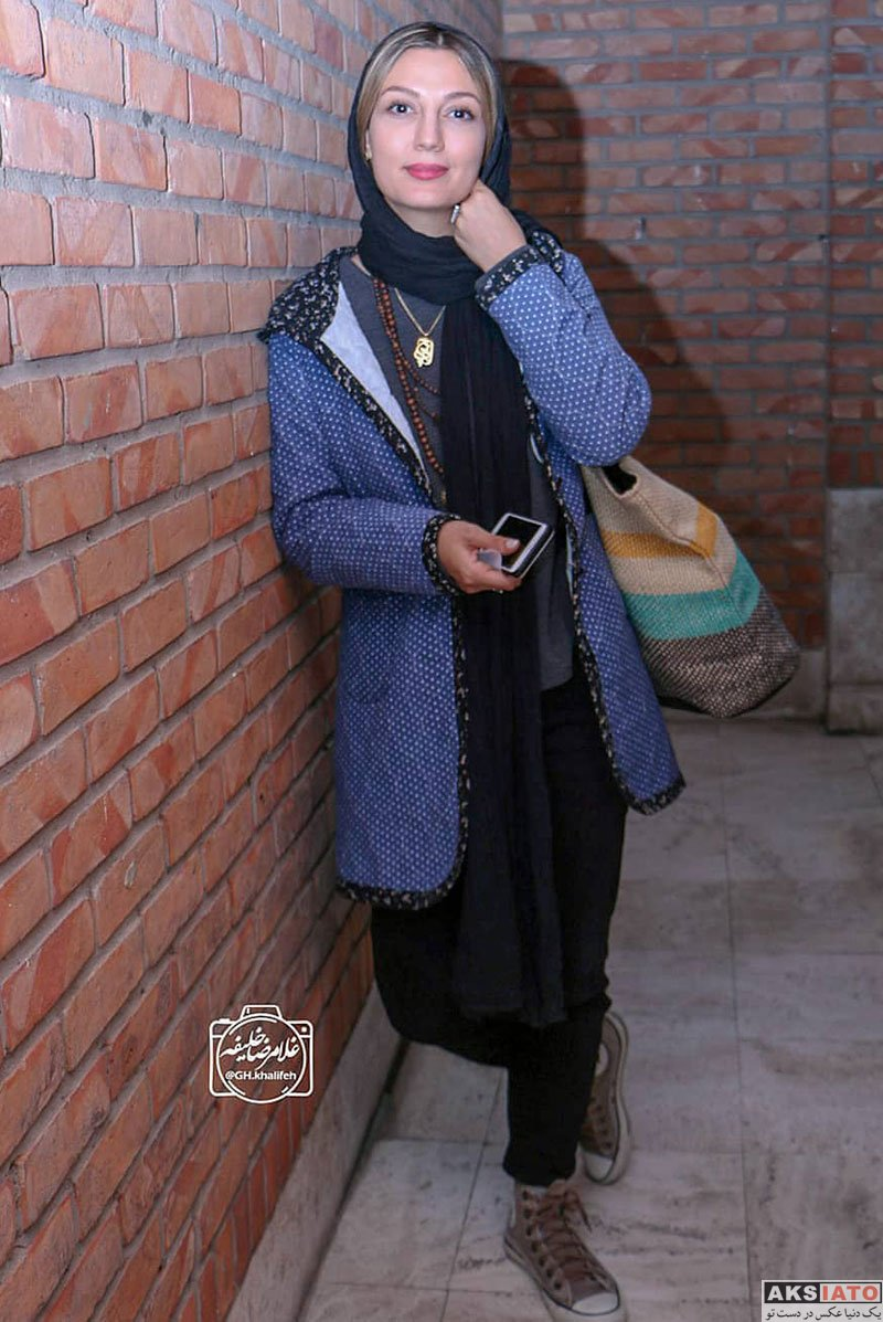 بازیگران بازیگران زن ایرانی  حدیث میرامینی در اجرای نمایش مزا مزا (2 عکس)