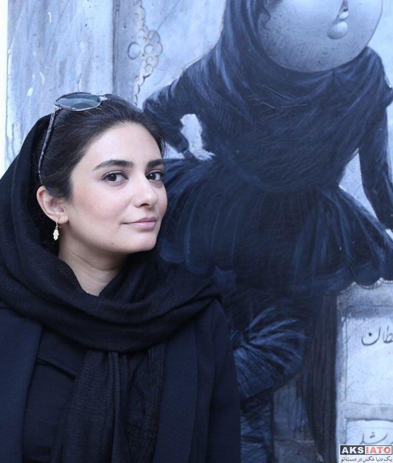 بازیگران بازیگران زن ایرانی  لیندا کیانی در نمایشگاه نقاشی بزرگمهر حسین پور (3 عکس)