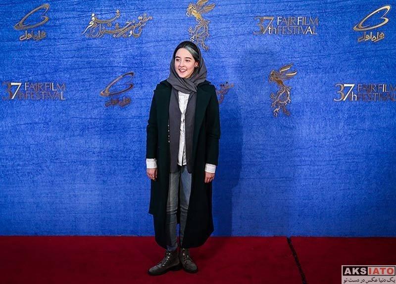جشنواره فیلم فجر  به آفرید غفاریان در روز ششم سی و هفتمین جشنواره فیلم فجر (۶ عکس)