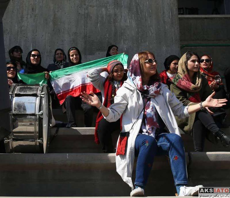 بازیگران بازیگران زن ایرانی  مهناز افشار تماشاگر بازی بانوان ایران و بلاروس (4 عکس)