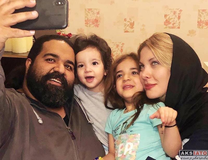 بازیگران خانوادگی خوانندگان  رضا صادقی در کنار همسر و دو دخترش در اسفند 97 (2 عکس)