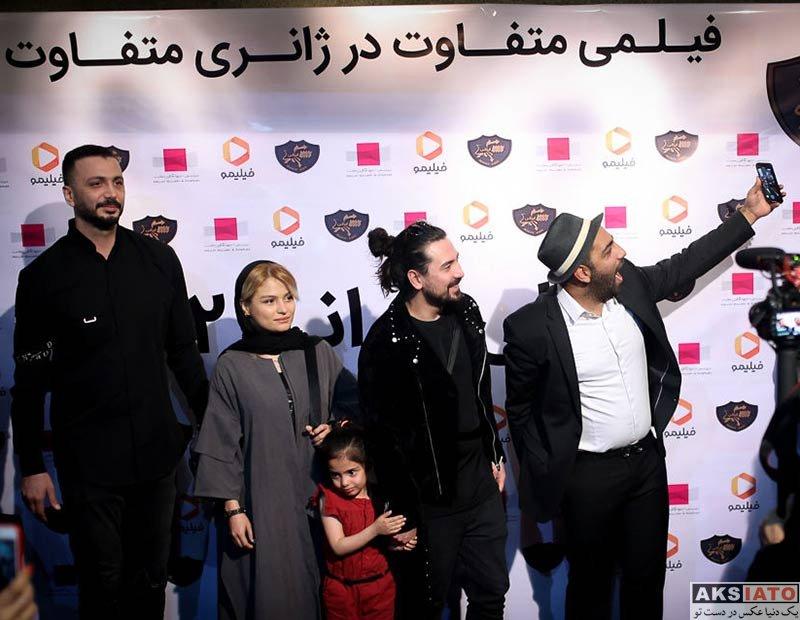 خوانندگان  امیرعباس گلاب در مراسم رونمایی از مجوعه رالی ایرانی (2 عکس)