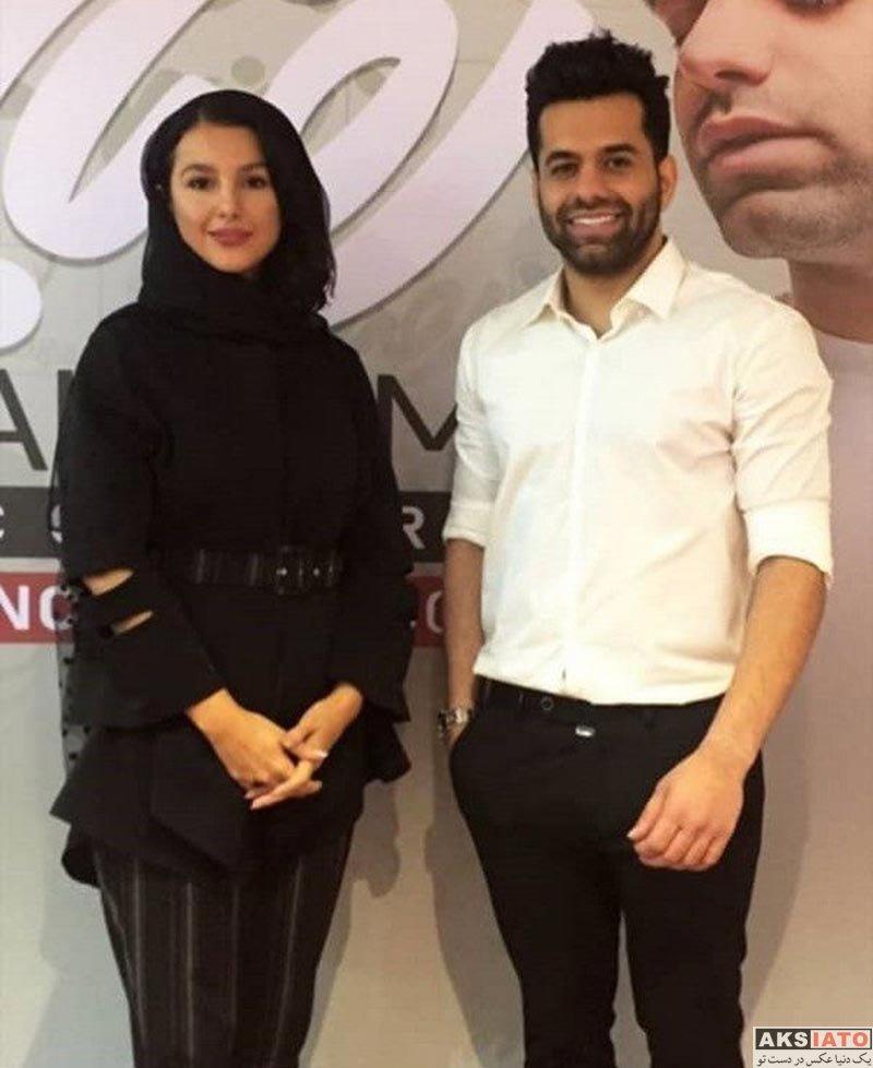 خوانندگان  رضا بهرام در کنار خانم بازیگر در پشت صحنه کنسرت (4 عکس)