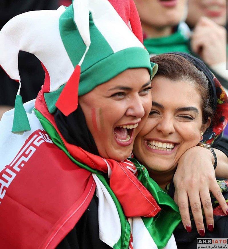 بازیگران بازیگران زن ایرانی  دنیا مدنی در ورزشگاه آزادی برای بازی ایران و کامبوج (3 عکس)