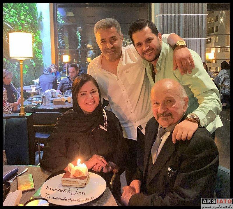 خانوادگی  سیاوش خیرابی در جشن تولد مادرش (2 عکس)